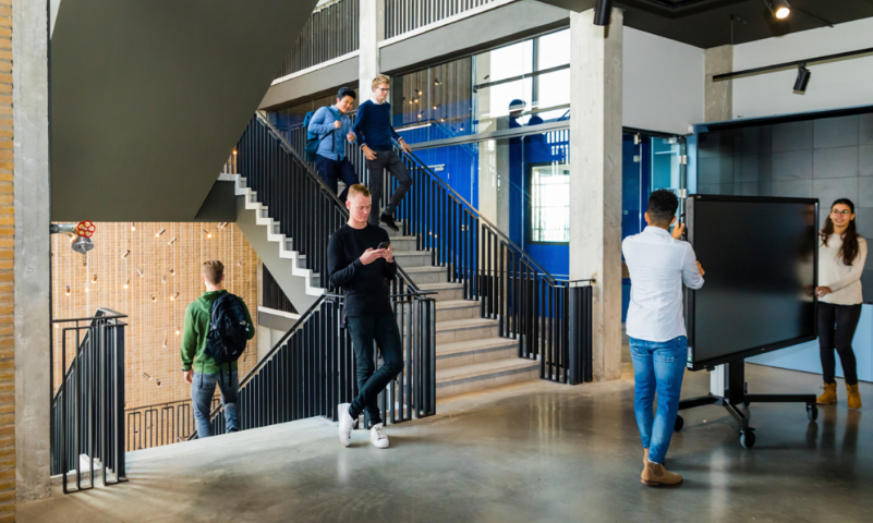 studenten-ctouch-laser-sky-marcelis-smart-office-halle