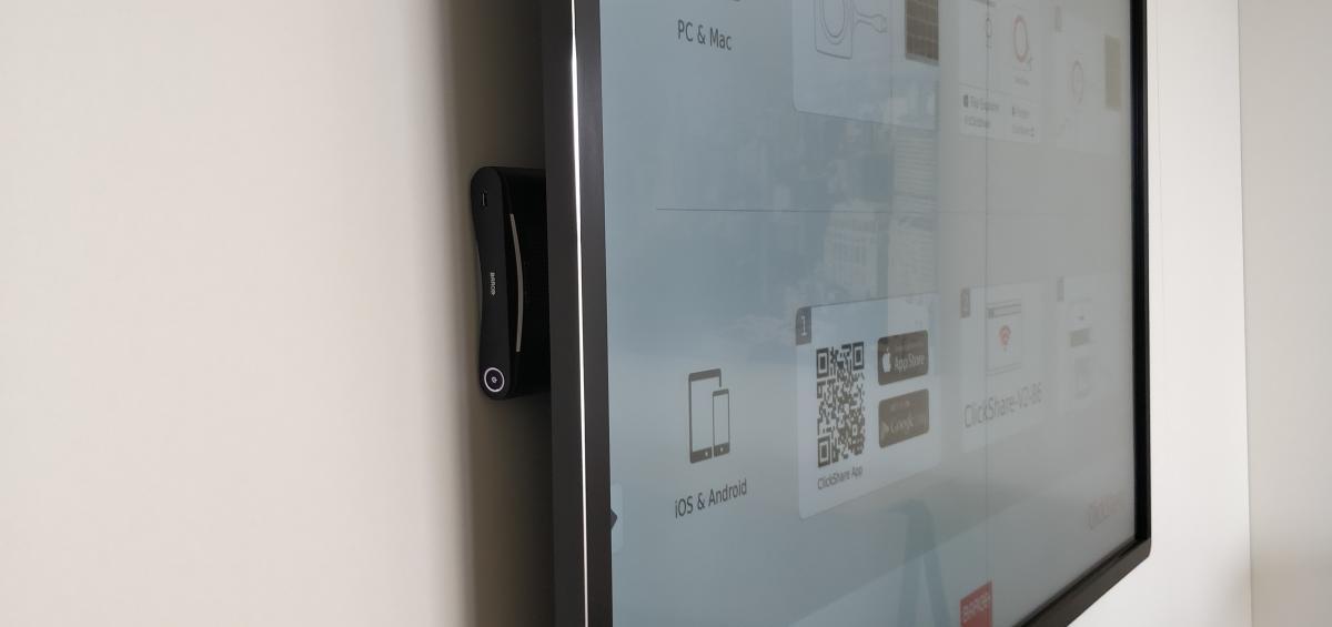 Clevertouch Pro lux 65 Barco Clickshare Cosmolift aalter Marcelis Smart Office interactief scherm