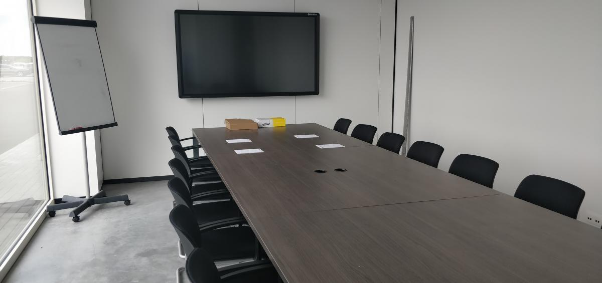 Clevertouch Pro lux 65 meetingroom Barco Clickshare Cosmolift aalter Marcelis Smart Office interactief scherm