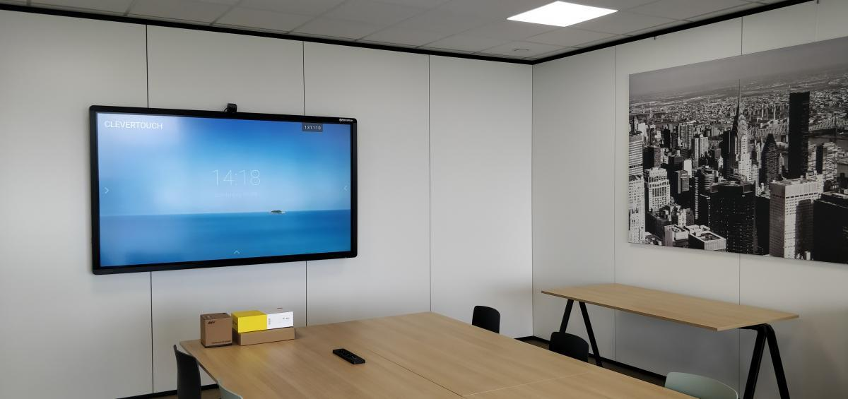 Clevertouch Pro lux 75 Barco Clickshare Cosmolift aalter Marcelis Smart Office interactief scherm