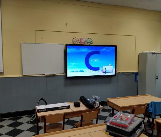 ctouch Laser Sky 75 muurinstallatie schoolbord touch digitaalbord bordboek smartboard Marcelis Smart Office Halle Specialist scholen Sint Victor Dworp